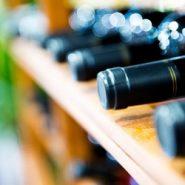 Nowy wymiar pustaka kominowego, czyli jak zrobić półkę na wino