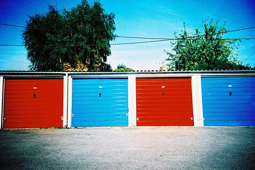 Plusy i minusy bram garażowych uchylnych