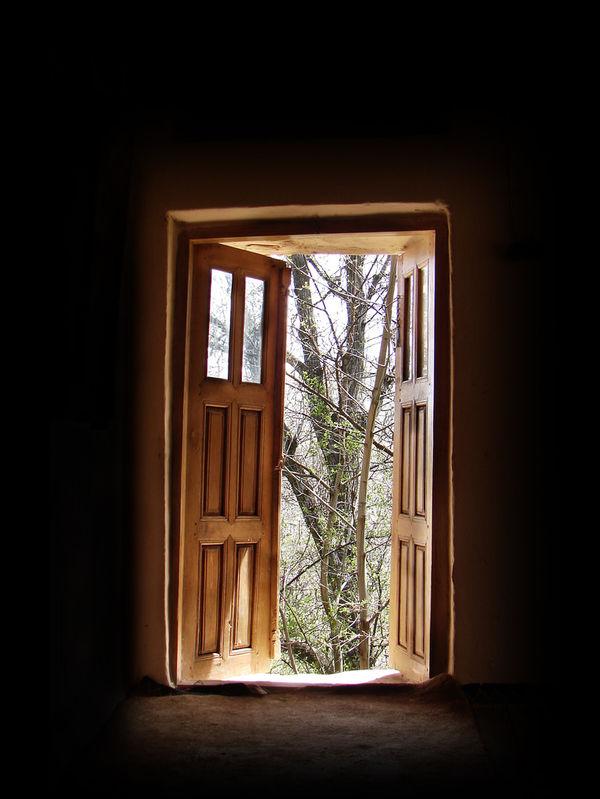 Drzwi przesuwne – zalety i wady